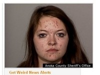 美18歲少女性上癮 鑽狗門進鄰居家偷錢買A片