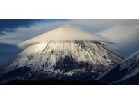 外星人入侵? 俄羅斯活火山驚見飛碟雲!
