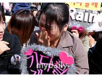 南韓雨神「Rain」改唱從軍樂 親友相送粉絲哭
