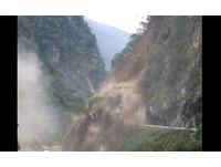 驚險一瞬間! 中橫公路坍方影片曝光