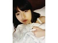 韓國「小野馬」泫雅自拍純情床照!小露肩秀性感撩人