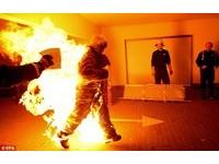 金氏世界紀錄日  「火把人」驚悚走一回!