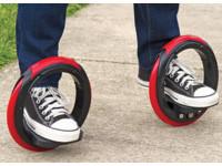 蛇板結合直排輪蹦出新滋味 美發明「風火輪造型滑板」