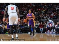 NBA/克拉克森0.9秒致勝拋投 湖人OT險勝76人