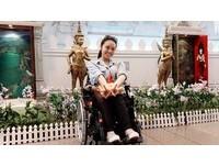 怕世界停在癱瘓那年!林欣蓓輪椅追夢 1人搭廉航旅行