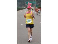 苗栗國際馬拉松大賽 粉紅靚女兔跑者變裝亮眼吸睛