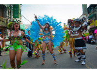 森巴舞女熱情掃街 斗六變巴西