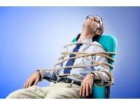 月加班「逾45小時」注意! 10個徵兆說明你已經「過勞」