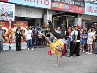 《3D舞力對決2》 百人快閃噴汗尬舞