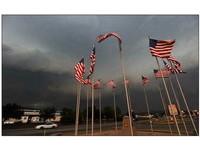 美國也遭暴雨襲擊 200萬人無電可用