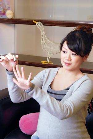 擦指甲油染头发微整形这些孕妈咪都做搞笑视频皮皮图片