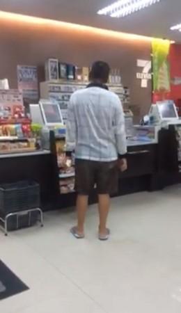 店員提醒「有熱水」阿伯嗆:我來你們店花錢是老闆欸