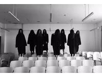 女大生教室拍「靈異畢業照」 網友:看不到臉失去意義