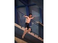 45歲屈中恆活龍一條 10米高跳水羞談:屁股有感覺