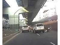 中和酒駕男開ESCAPE加速撞翻警車 肇事逃逸被攔下
