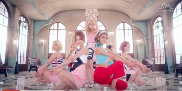 ▼少女時代18日公開《Lion Heart》MV,畫面華麗精緻,走的是復古風格。(圖/翻攝自YouTube)