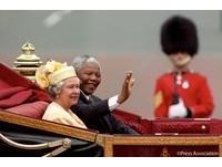 【英語多益通】英王室徵小編刷網路存在感英文怎麼說?