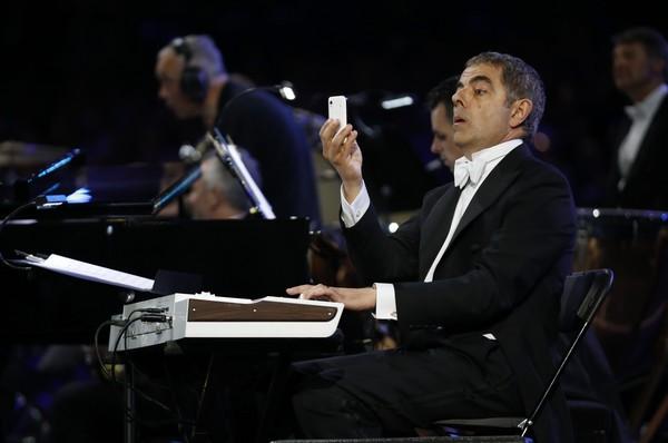 伦敦先生/豆豆自拍梦幻西游#24表情头像一指弹琴1边奥运搞笑演《火图片