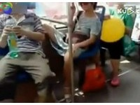 雙腿猛開露底褲 公車「挑逗姐」沒在怕