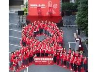 史上頭一遭!立院驚見大型紅絲帶 百人防愛滋聲勢浩大