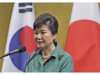 朴槿惠支持率25%跌低谷 親信崔順實涉貪也推了一把