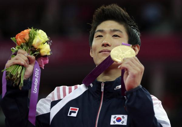 南韓梁鶴善跳馬奪金牌,不僅享有終身俸,還有房可住。(圖/達志影像/美聯社)