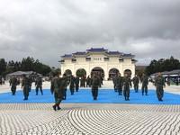假日去哪? 台北特戰體驗展、高雄海軍營區看阿帕契