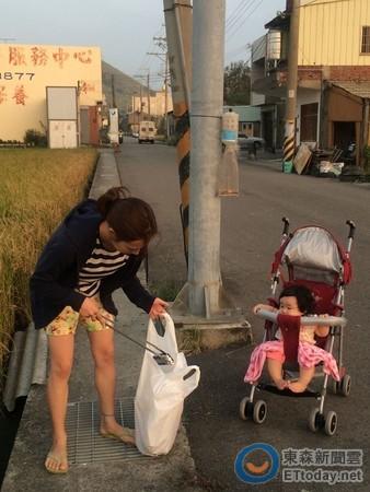 最美的大甲日籍媳婦! 每天推娃娃車散步撿垃圾  原文網...