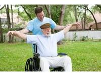 85歲男車禍險截肢...持續465次「高壓氧治療」感染獲控制