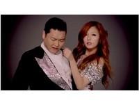 韓歌手PSY騎馬舞引模仿 白雲扮「舞棍大叔」氣喘吁吁