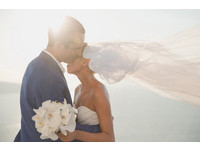 訂婚前夕發現老公約砲! 帶球新娘還是嫁了惹人心疼