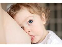 癌症患者有救了! 研究:「母乳」能殺死腫瘤細胞