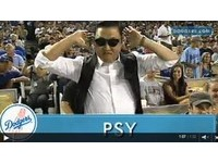 MLB/PSY君臨道奇球場 「騎馬舞」讓球迷瘋狂搖擺