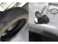 車輪磨平60歲婆婆沒錢換 暖心店長偷撕新胎貼紙幫安裝