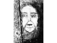 西班牙「貝爾米茲鬼臉」 腐爛地板浮現老太婆的笑容