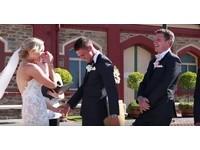 3歲童亂入婚禮一句話笑翻全場 新娘大方剪成影片PO網