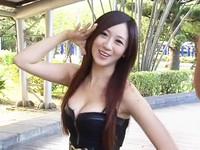 人氣舉牌妹蔡小潔由於身材火辣,網友封她為史上最猛舉牌妹。