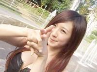 舉牌妹蔡小潔專長跳舞,擺Pose難不倒她。