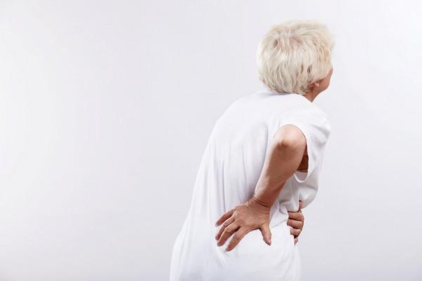 d1530842 腰脊退化族群大增! 微創「脊椎減壓融合手術」救龍骨