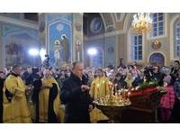 東正教信徒嚇到 普丁現身小村莊參加午夜聖誕節彌撒