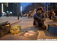 南京流浪漢畫「蒙娜麗莎」 網:達文西可都驚呆了!