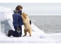 男孩帶北極熊百里尋母 -40度苦拍8週催淚喚環保意識