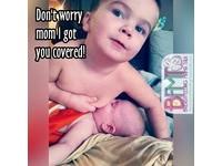 外國小男孩模仿「母乳親餵」 網友竟怒批色情噁心!