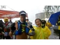 新竹「極地」馬拉松!頂著大雪 只穿「背心」跑超High