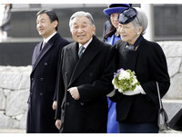 Mayi/日本明仁天皇「生前退位」的背後