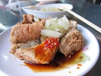 JR關西線電車因「惡臭」停駛 疑「臭豆腐」湯汁惹禍