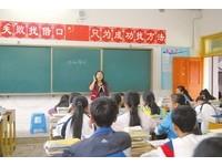 女師右腿萎縮站左腳上課20年 班長:她常吃止痛藥