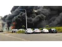 雲林六輕工業區南門停車棚大火 91部機車被燒毀