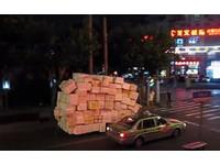 上海出現7X7保麗龍機車 過彎、甩尾神乎其技樣樣來