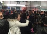 板凳、水瓶代「排隊」 北京醫院掛號奇景引熱議